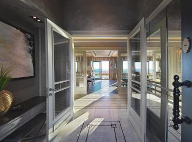 villa corridor
